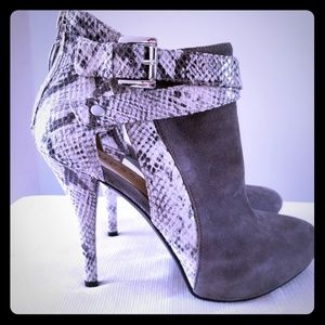 🌹Guess leather size 8 bootie